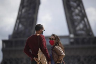 Protective Face Masks Mandatory Across Paris
