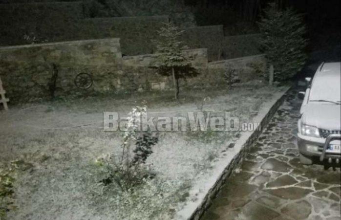 VIDEO/ Bora 'zbardh' Dardhën, ja pamjet e para nga fshati turistik juglindor