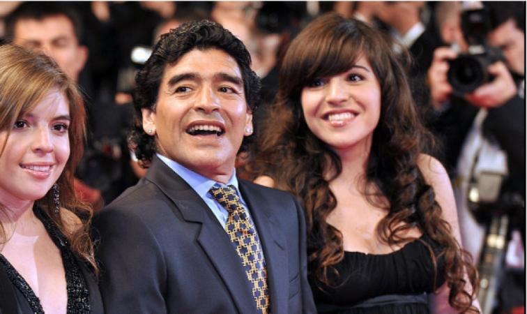Auto Maradona Dhe E Bija Giannina1511636927