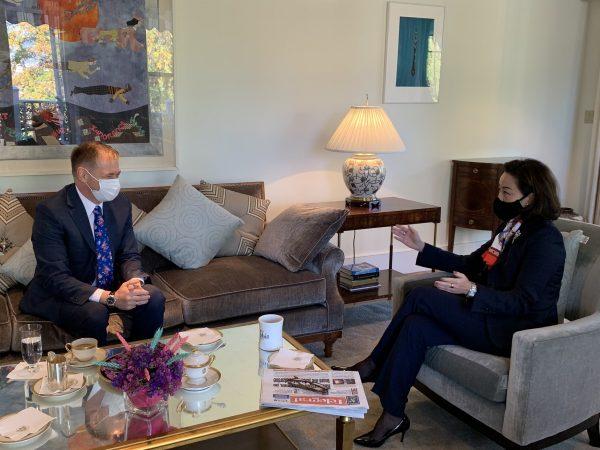 Ambasadorja Kim takon kreun e Doganave: Ramë dakord të rrisim bashkëpunimin kundër krimit të organizuar dhe korrupsionit