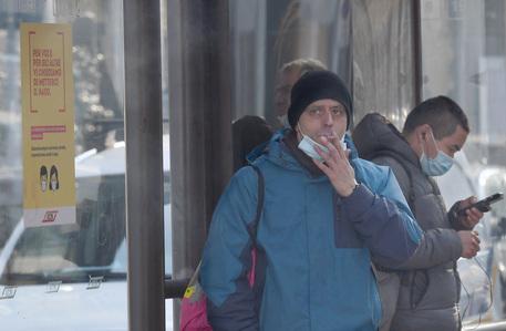 Da Dovietato Fumare All'aperto Nei Parchi E Alle Fermate Di Bus