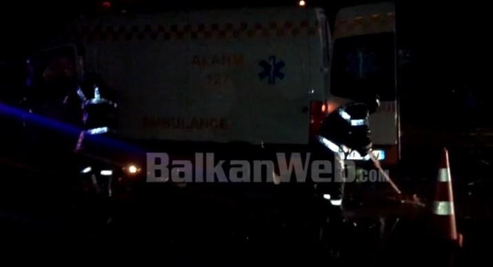 VIDEO/ Pamje nga aksidenti tek 'Bishti i Zhurit', ambulanca u përplas me një 'Benz' prej lagështirës në rrugë