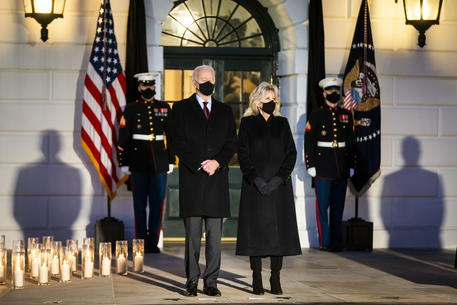 Biden Holds Moment Of Silence For 500,000 Covid Deaths