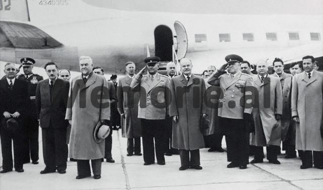 Mehmet Shehu Dhe Perfaqesues Te Larte Te Qeverise Sovjetike Dhe Polake Ne Varshave 1955