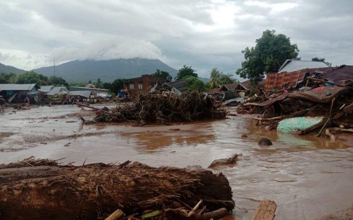 Indonesia Flood 050421 01