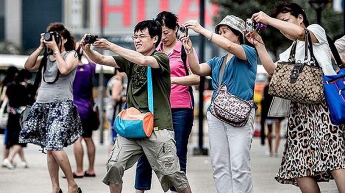 Turisti Cinesi 820x460 1 696x390