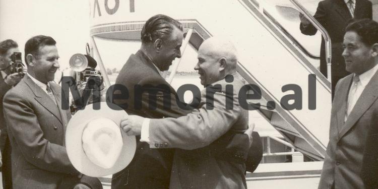 Enver Hoxha Mehmet Shehu Dhe Nesti Nase Duke Pritur Ne Aeroportin E Rinasit Nikita Hrushovin Dhe Nuritdin Mukhitdinovin. 1959 750x375