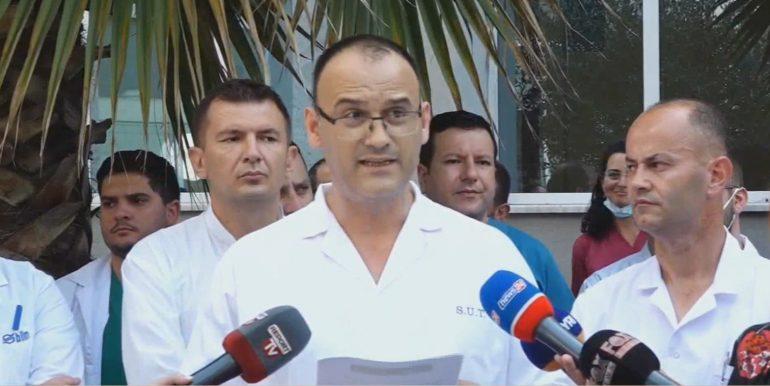 Mjeket Ne Proteste