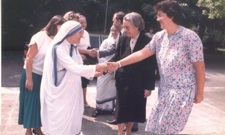 Nene Tereza Nexhmije Hoxha 1200x718