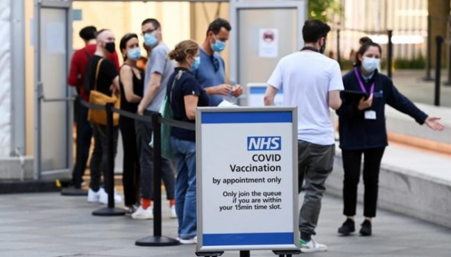Vaccinazione Inghilterra 696x397