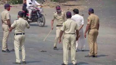 India Castigo Policia Agentes Golpes Confinamiento Coronavirus Covid 19 Atlvid20200325 0035 3