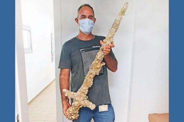 Diver Shlomi Katzin With The Crusaders Sword. 768x509